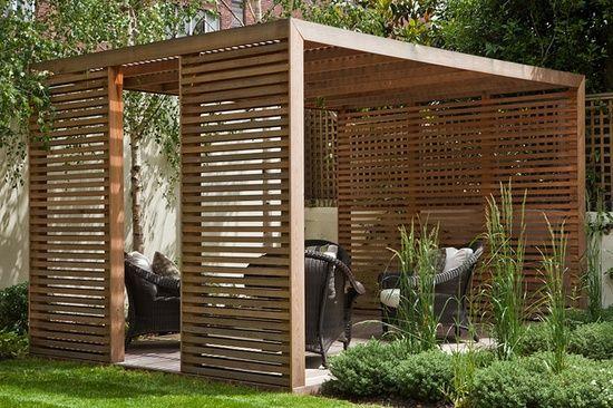 lemn design modern, lemn umbrar gradina, riflaj lemn tratat, pergola gradina mica, spalier lemn, plante agatatoare