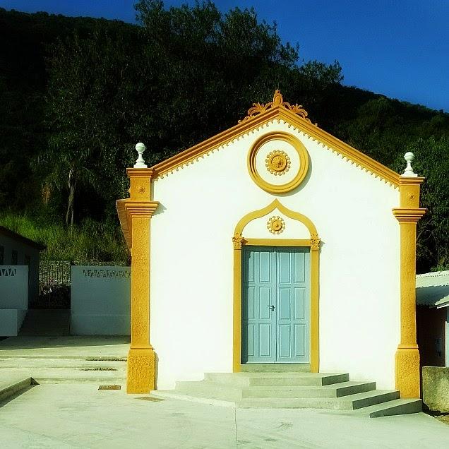 Capela junto à igreja de Ribeirão da Ilha, em Florianópolis