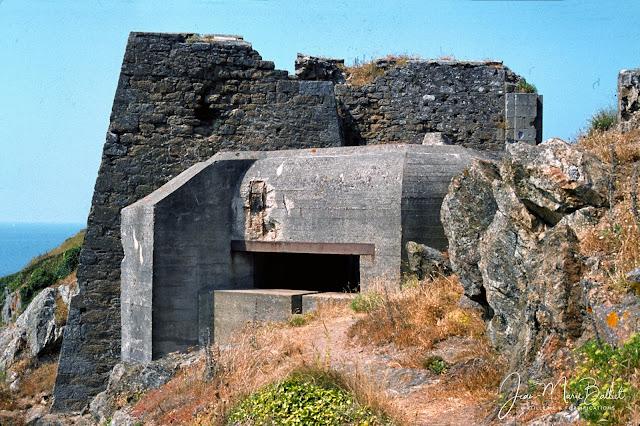 Fort d'Arboulé (la Varde). Casemate type R600 armée d'un canon antichars de 5cm KwK L/42