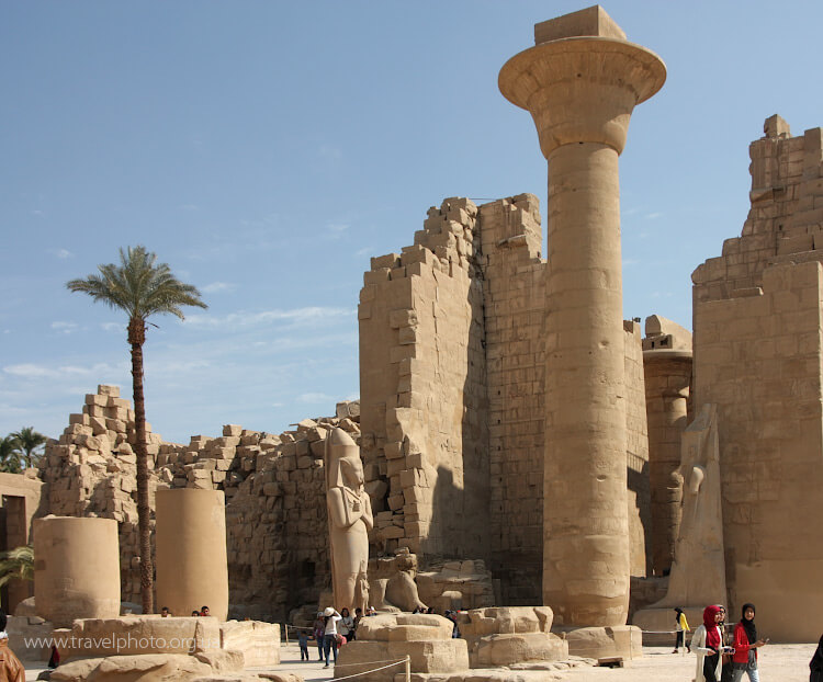 Луксор, Египет. Огромная колонна