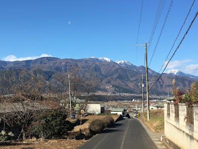塩崎駅方面を望む