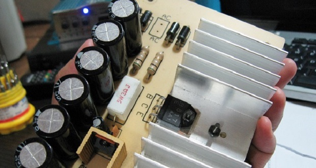 Make a simple Power Supply with output power, 15 volt input, which stable