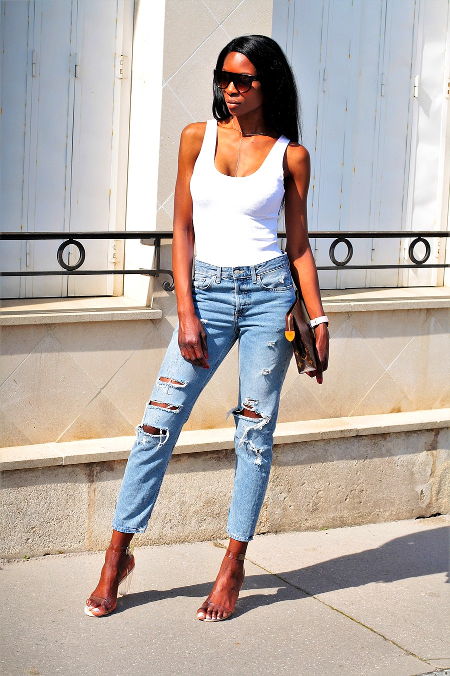 inspiration-look-tendance-poche-toilette-louis-vuitton-jeans-boyfriend