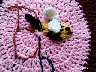free crochet pattern, free crochet mitered granny square, free crochet bumble bee motif, free crochet bumble bee granny square pattern, free crochet alphabet square, free crochet B for bumble bee granny square pattern, Oswal Cashmilon, Pradhan stores, Project Chemo Crochet,