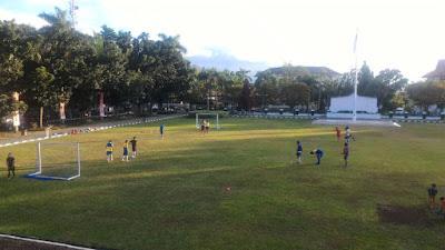 16 Pemain yang masuk dalam Tim Futsal Siwo PWI Sulut tengah latihan
