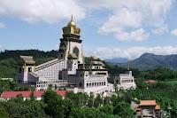 วัดจงไถฉาน (Chung Tai Chan Monastery) @ www.middleland.org