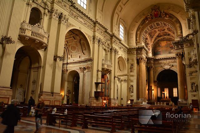 Wnętrza Katedry Świętego Piotra w Bolonii