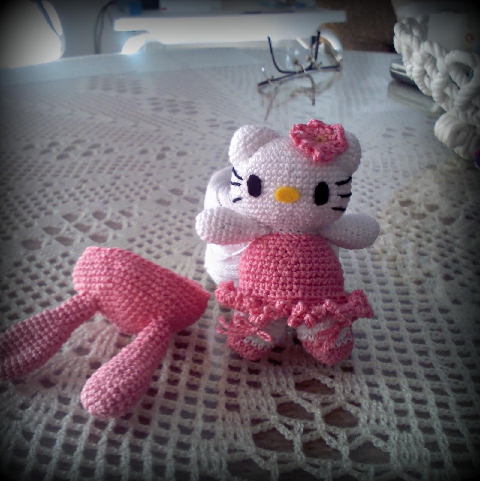 Hello Kitty tejida a crochet (amigurumi) Parte 7: acabados - YouTube | 1600x1599