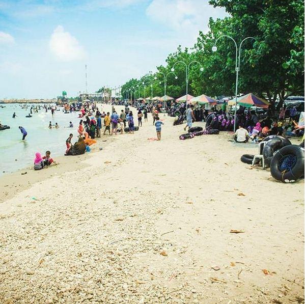 Pantai Pasir Putih Delegan Gresik - Tiket Masuk, Lokasi & Informasi Lengkap Terbaru