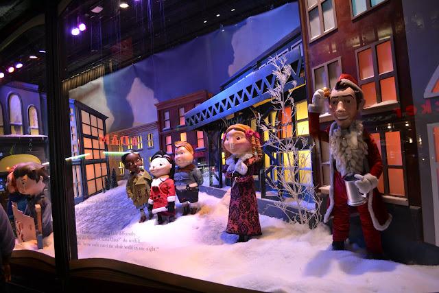 Рождественская витрина Macy's. Тема - Рождество Чарли Брауна