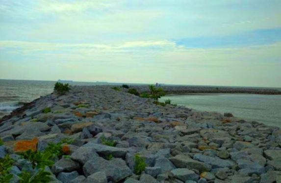 chalet pantai suria pengkalan balak beting tahan ombak