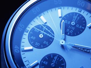 時計の針が進むイメージ