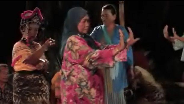 Pengertian seni teater Indonesia