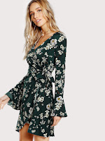 http://fr.shein.com/Bell-Sleeve-Surplice-Wrap-Floral-Dress-p-396488-cat-1727.html