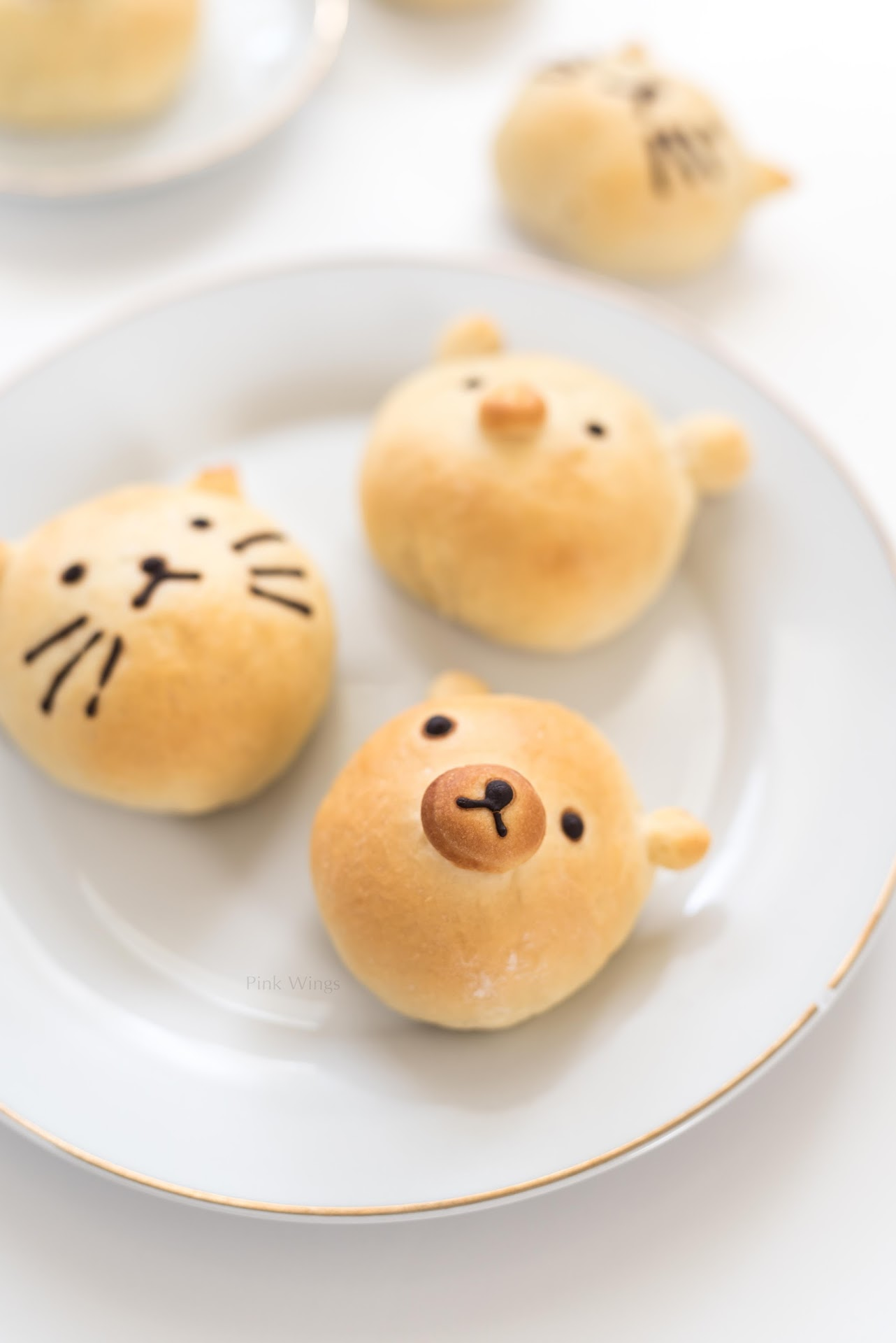 bear themed party, cat theme, pig theme, party ideas, kids birthday party, kawaii food recipes, cute food recipes, animal bread, food shaped like animals,