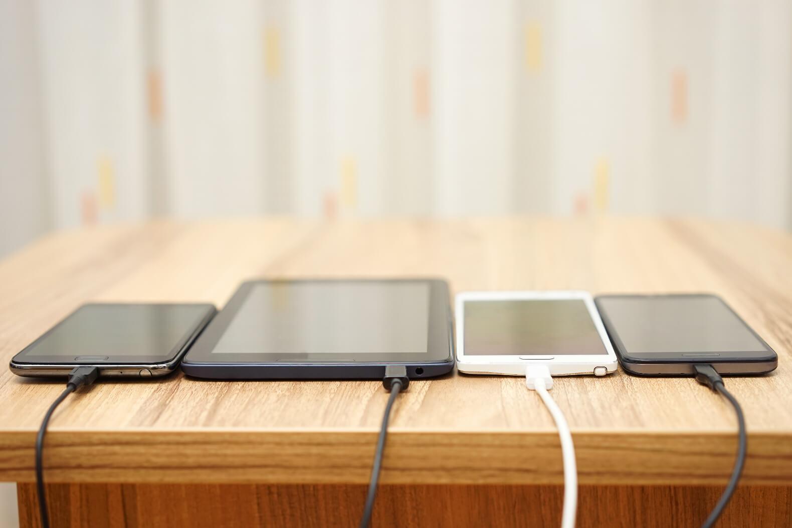4 Macam Kesalahan Saat Charging Smartphone Yang Sering Dilakukan