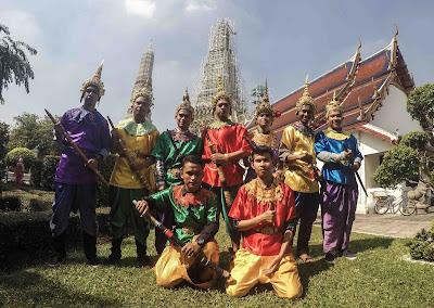 pakaian khas thailand?