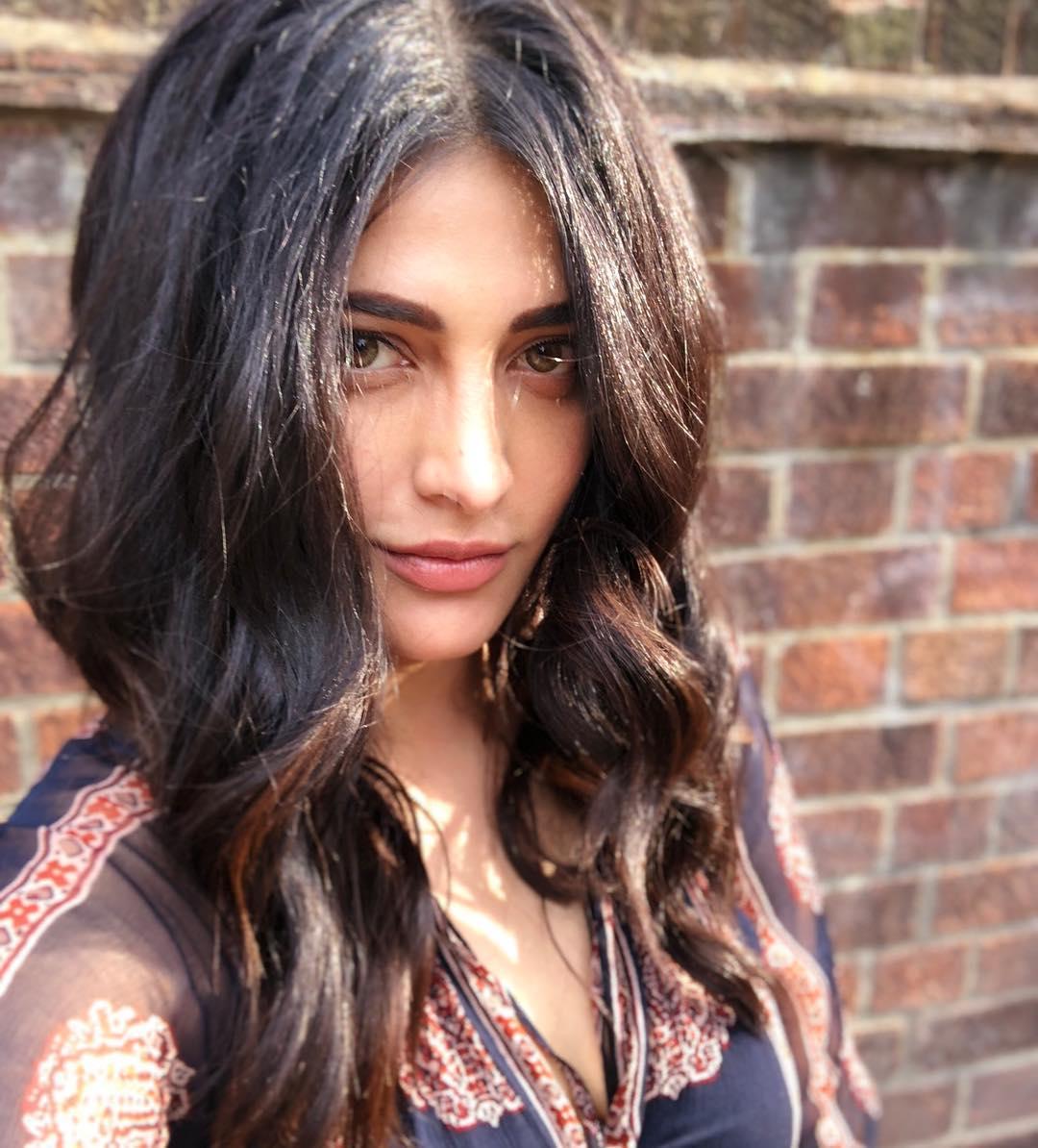 Shruti Hassan Photos | Shruti Hassan Images - HD Actress Photo