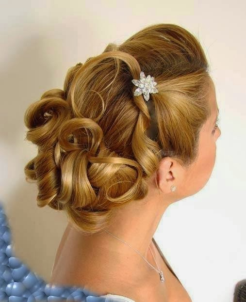 How to Make Easy Office Hair Updos}