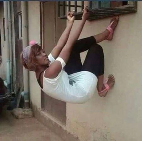 Pretty Nigerian lady becomes Internet sensation after her creative photo pose