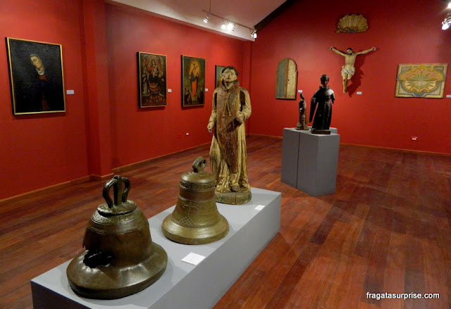 Arte sacra colonial no Museu da Plaza Mayor, no sítio arqueológico de Panamá Viejo