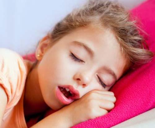 Sai lầm khiến trẻ mắc bệnh viêm mũi dị ứng và viêm họng quanh năm