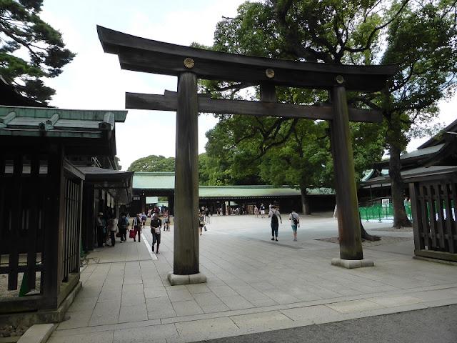 Templo Meiji Jigu, toori de entrada
