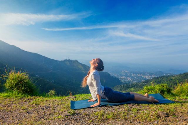 5 latihan yoga untuk menurunkan berat badan dengan cepat dan mudah