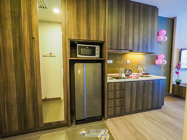 "Ramada KLCC ""Studio Executive King"" room cupboard and mini kitchen area"