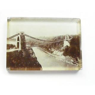 Monochrome paperweight