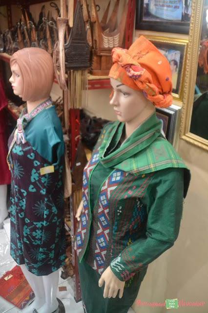 baju motif etnik