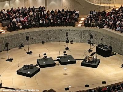 Bühne im Grossen Saal der Elbphilharmonie Hamburg