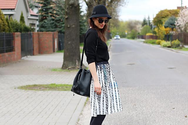 codzienna stylizacja, confashion, kapelusz, novamoda style, novamoda stylizacje, plisowana spódnica, wiosenny look, wiosenny styl, dziewczęca stylzacja, moda blog, moda po 40 ce,
