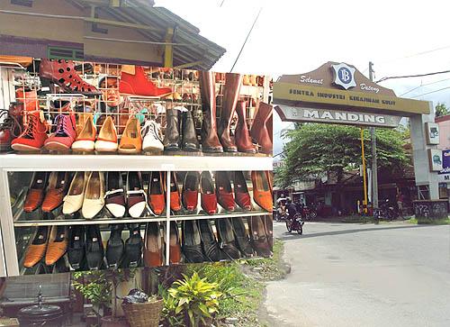 Sentra industri menjadi tempat penjualan sepatu wanita murah