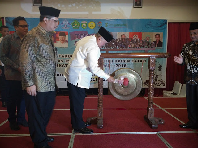 Gubernur Sumsel Membuka Temu Akbar Almuni UIN