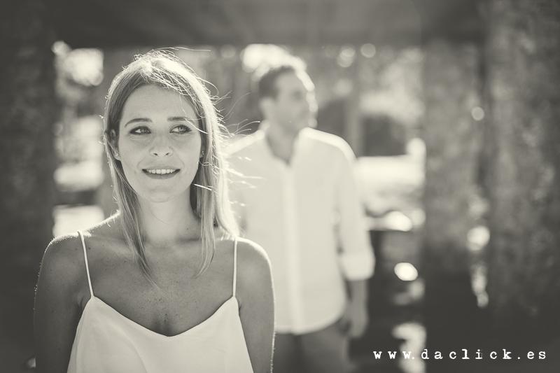 Raquel en blanco y negro