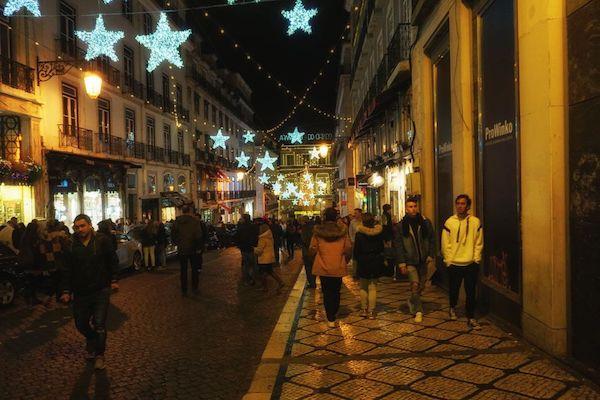 コモンエス広場方面へ。クリスマス仕様で活気がある