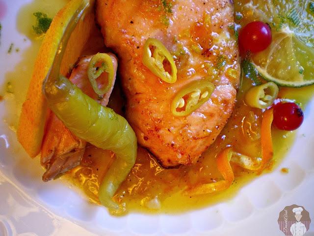 Salmón glaseado con salsa de lima