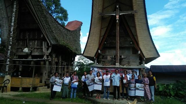 PROF ANDALAN Jadi Idola di Tongkonan Posi' Bersama Warga Sarambu Tandung La'bo