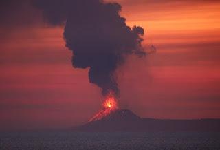 Explosion of Anak Krakatoa volcano in Indonesia Tsunami 2018 causes hundreds deaths