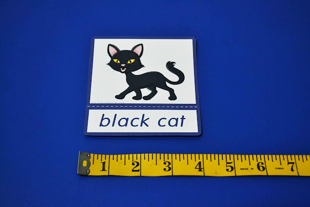 Printable Halloween flashcard - black cat