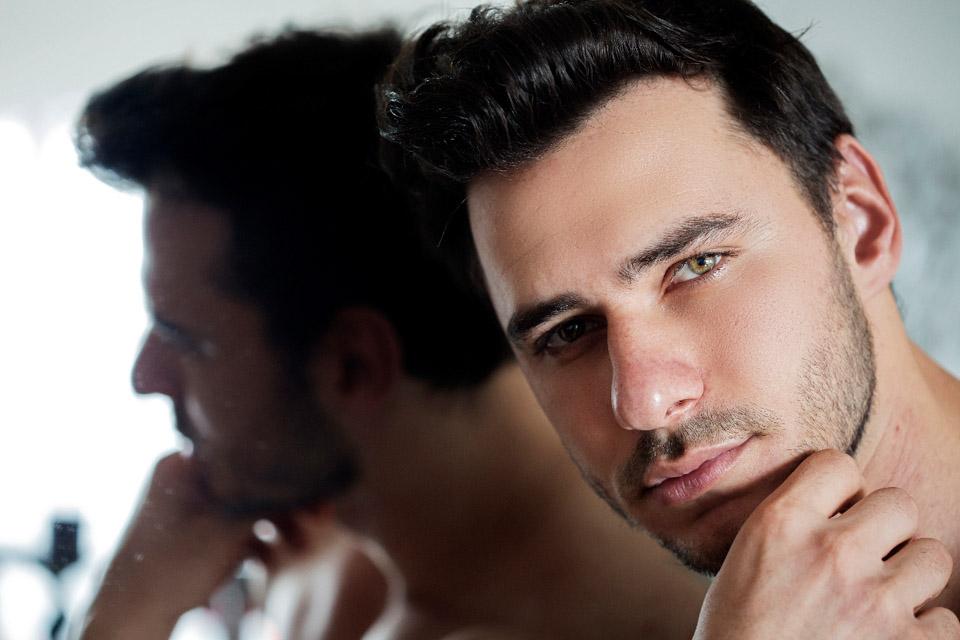 Dono de olhos verdes, Alexandre Bertolla foi eleito Mister Model Nacional 2017. Foto: Ronaldo Gutierrez