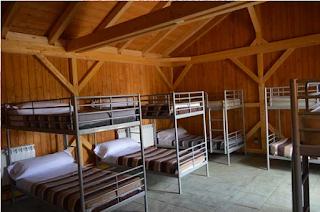 Dormitorio de cabañas del poblado medieval