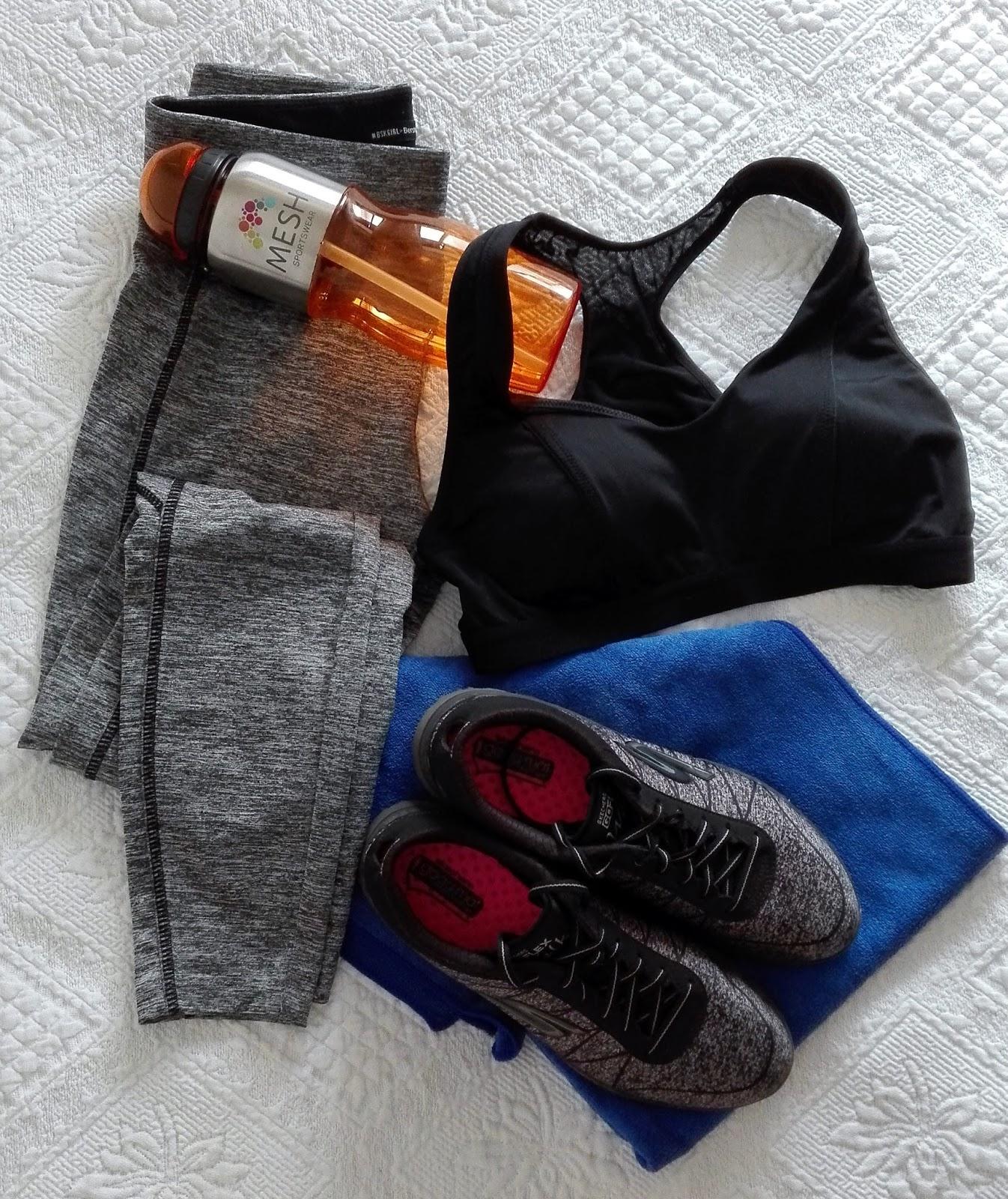 fit; treino; sportswear; drink water, proteins