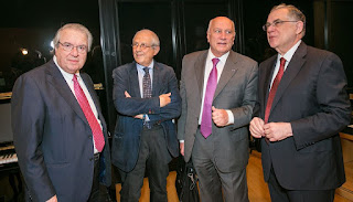 Ο καθηγητής Γεώργιος Μπαμπινιώτης, ο καθηγητής Δημήτρης Παντερμαλής, ο ακαδημαϊκός Χρήστος Ζερεφός και ο πρώην πρωθυπουργός, κύριος Λουκάς Παπαδήμος