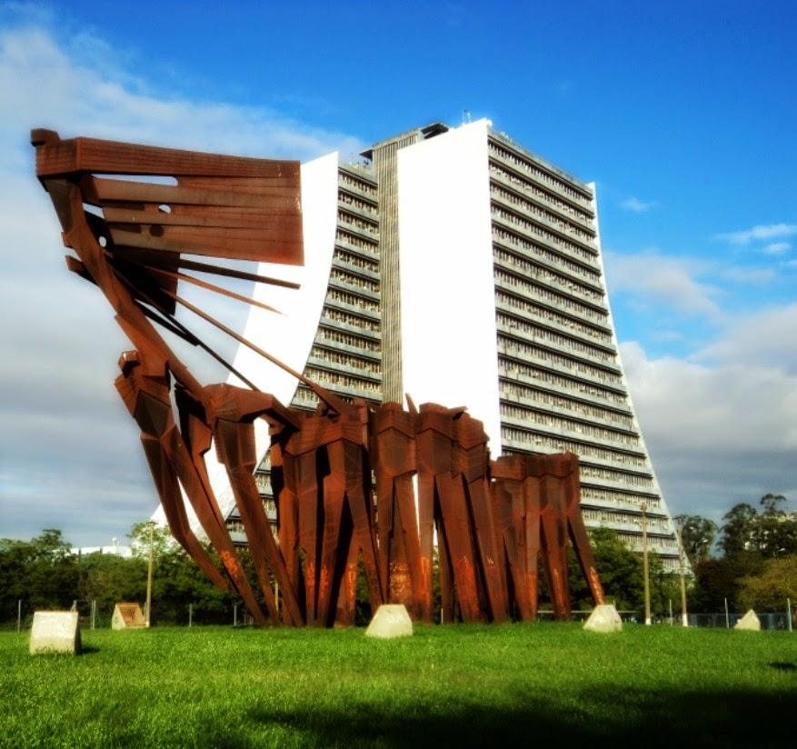 Monumento dos Açorianos e Centro Administrativo