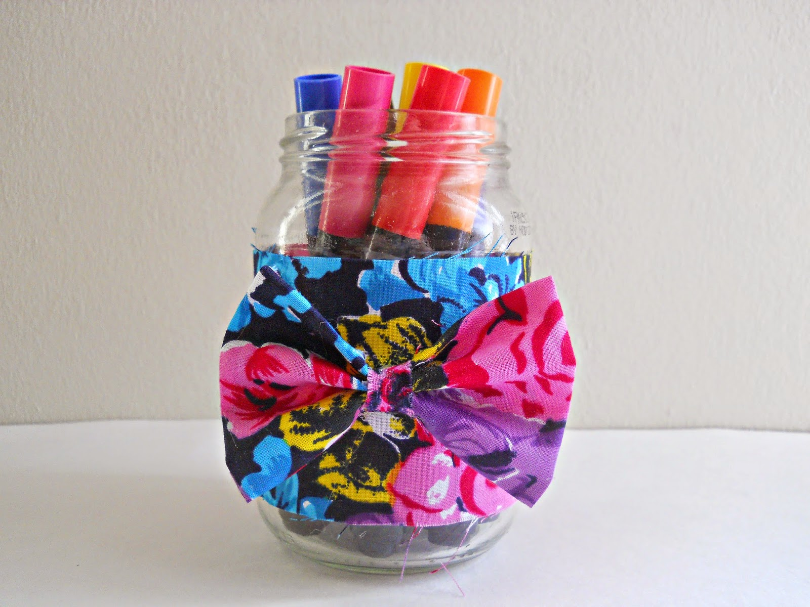Fabric Scrap Bow Jar | Clever Sewing Projects To Upcycle Fabric Scraps