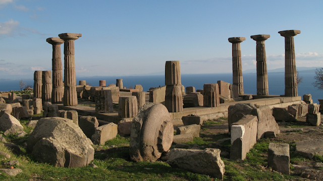 Traces of ancient earthquake in Assos