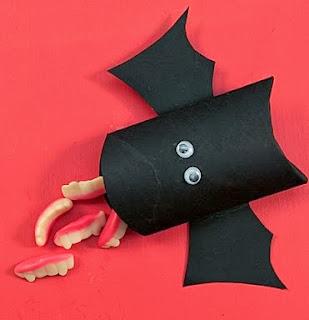 http://lasmanualidades.imujer.com/6740/murcielagos-de-cartulina-para-regalar-dulces