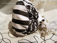 black and white framed purse with gothic polka dots | http://panpancrafts.blogspot.de/